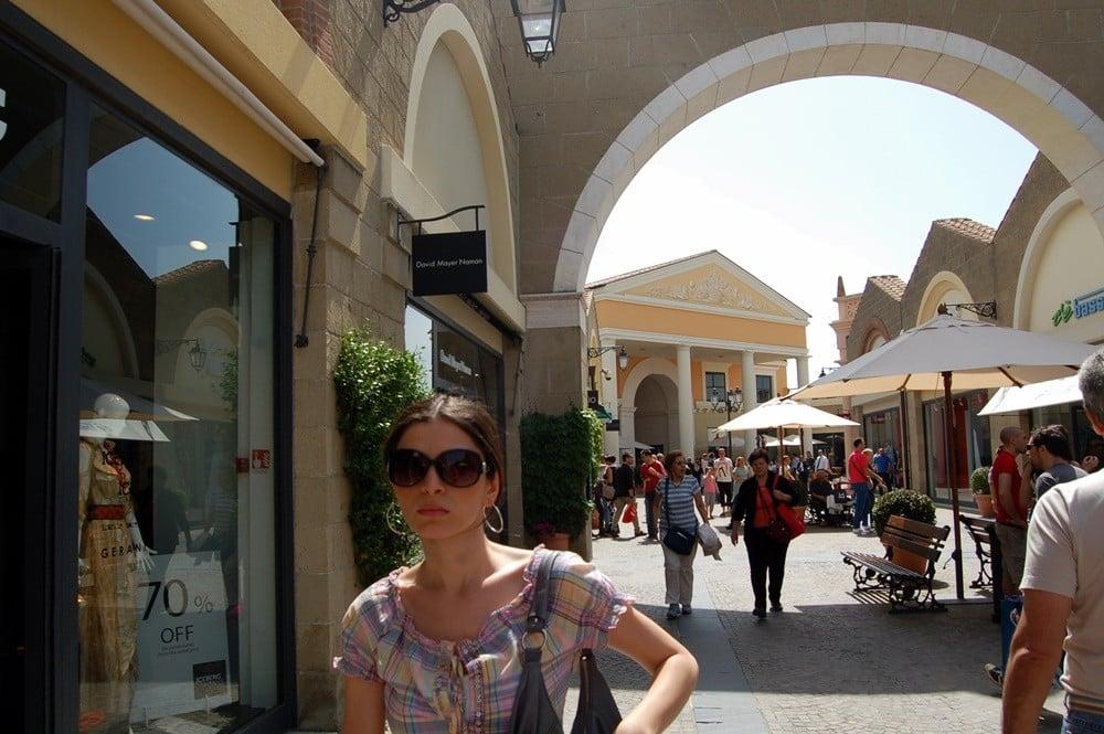Ünlü markaların bir arada bulunabileceği Castel Romano Designer Outlet
