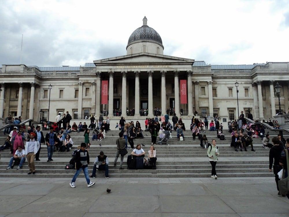 National Gallery ve National Portrait Gallery, Londra'nın ünlü meydanlarından Trafalgar Square'de bulunuyor.