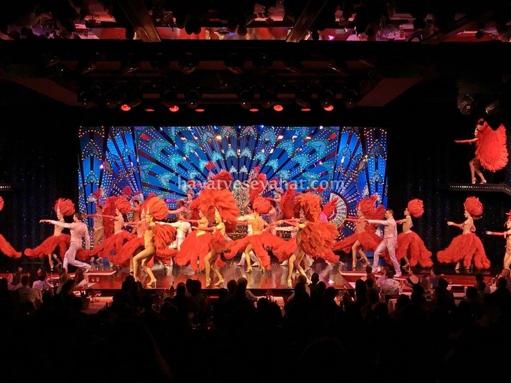 Paris Moulin Rouge gösterisi