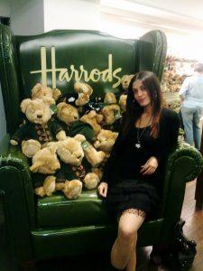 Hiçbir şey al(a)masam da Harrods'ta gezmek çok keyifli..